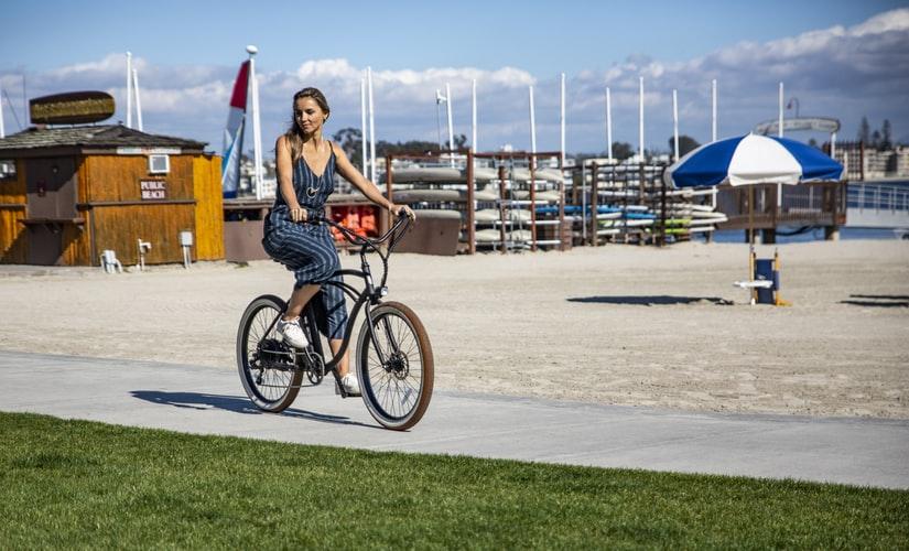 Faire du vélo électrique fait-il maigrir